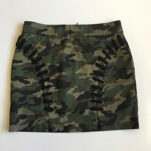 Forever 21 Camo Print Lace Up Mini Skirt Size M